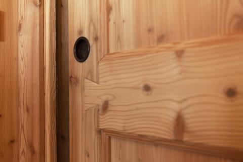 Dettaglio porte interne scorrevoli legno rustica